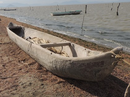 Cayuco ikoots para pesca en Mar Tileme.JPG