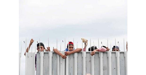 Las rejas en la frontera Guatemala-México, octubre de 2018. Foto: Víctor Camacho/La Jornada
