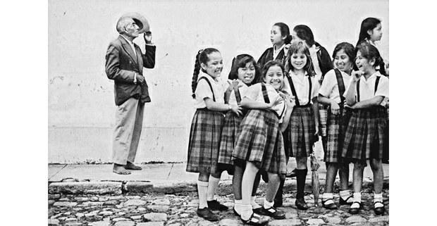 El maestro descalzo, Antigua, Guatemala, 1987. Foto: Antonio Turok