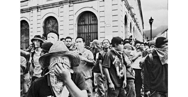 Jóvenes estudiantes, Oaxaca de Juárez, 2006. Foto: Antonio Turok