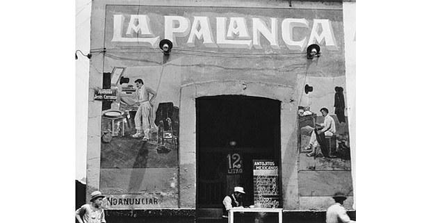 Tina Modotti, Exterior de pulquería, México, circa 1926