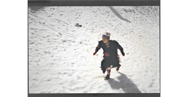 "Niño ""ukuko"" en las nieves de Qoillor ritti, Cusco, Perú, 1992. Foto: Teo Allain Chambi (quechua)"