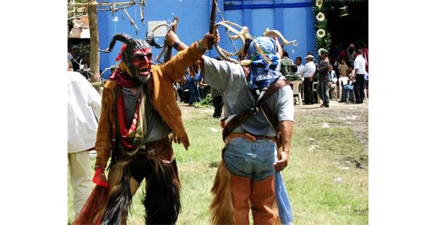 Danza de diablos en San Juan Copala, Oaxaca. Foto: Esperanza Ignacio Felipe