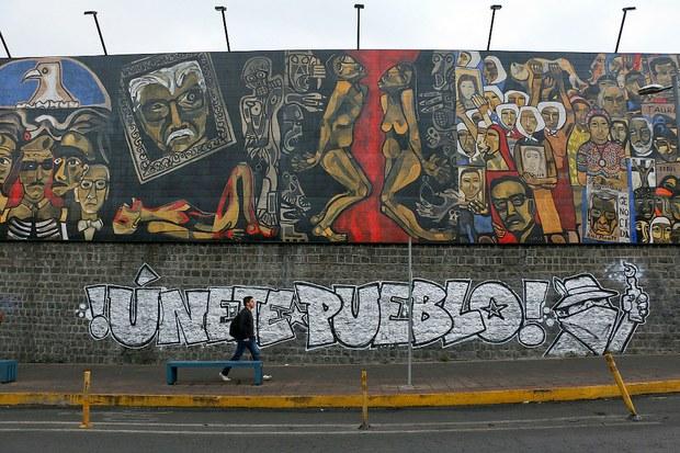 Las calles de la ciudad de Quito aún con huellas de la movilización popular, octubre de 2019. Foto: Mario Olarte