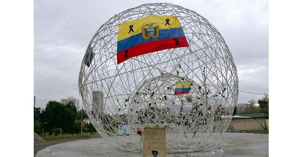 Improvisado memorial a las víctimas de la represión del paro. Quito, Ecuador. Foto: Mario Olarte