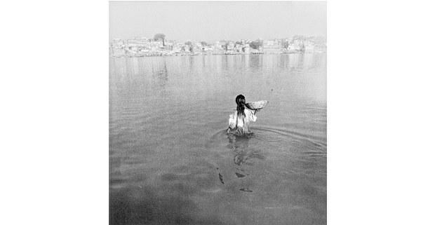 Benarés, Uttar Pradesh, India, 1999: Graciela Iturbide. Cuando habla la luz, Fomento Cultural Banamex, 2018