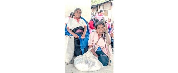 Mujeres tsotsiles que huyen de la violencia, Aldama, Chiapas, 2020. Foto: Luis Enrique Aguilar