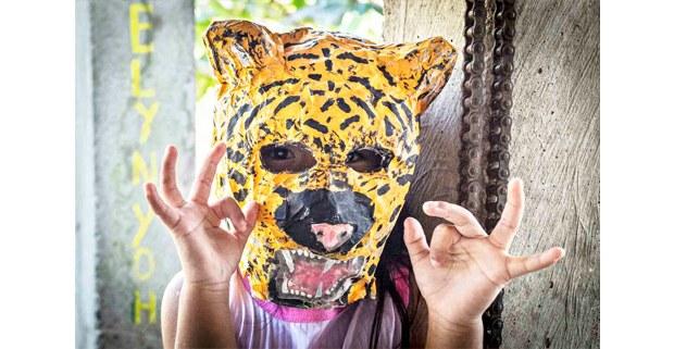 Niña zoque de Santa María Chimalapa, Oaxaca, con máscara de jaguar. Foto: Elí García-Padilla