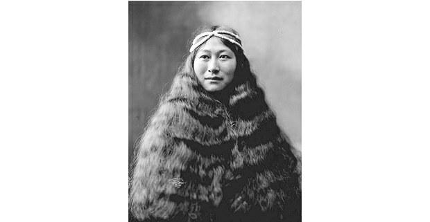 Retrato de Beverly Benett Dobbs, mujer inuit de Nioma, Alaska