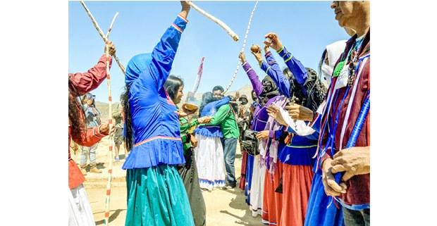 Las comunidades comca'ac de Punta Chueca y Desemboque de los Seris al momento de encontrarse en Campamento Saaps, Sonora, 27 de marzo de 2021. Foto: Astrid Arellano / Proyecto Puente