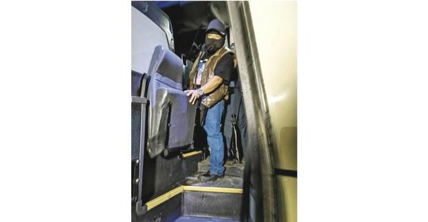 El subcomandante zapatista Moisés acompaña a Isla Mujeres al Escuadrón 241, para embarcarse a Europa en la primavera de 2021. Foto: Radio Pozol