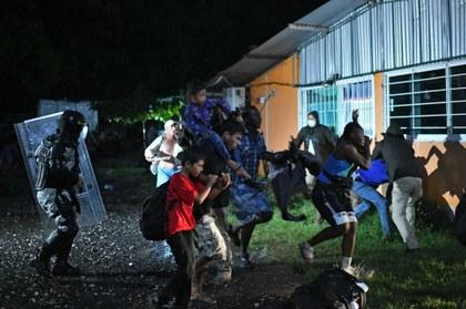 AFP haitianos retenidos.jpeg
